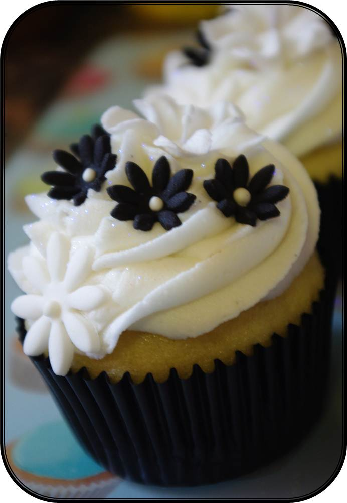 Black and white cupcake elegance mightylinksfo