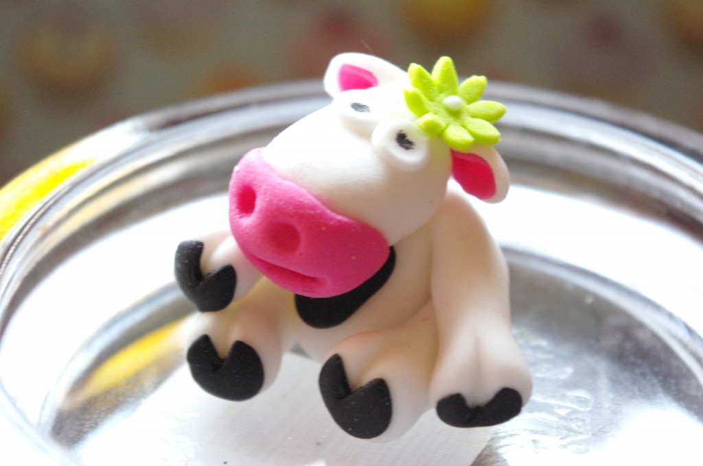 how to make a cow out of cupcakes