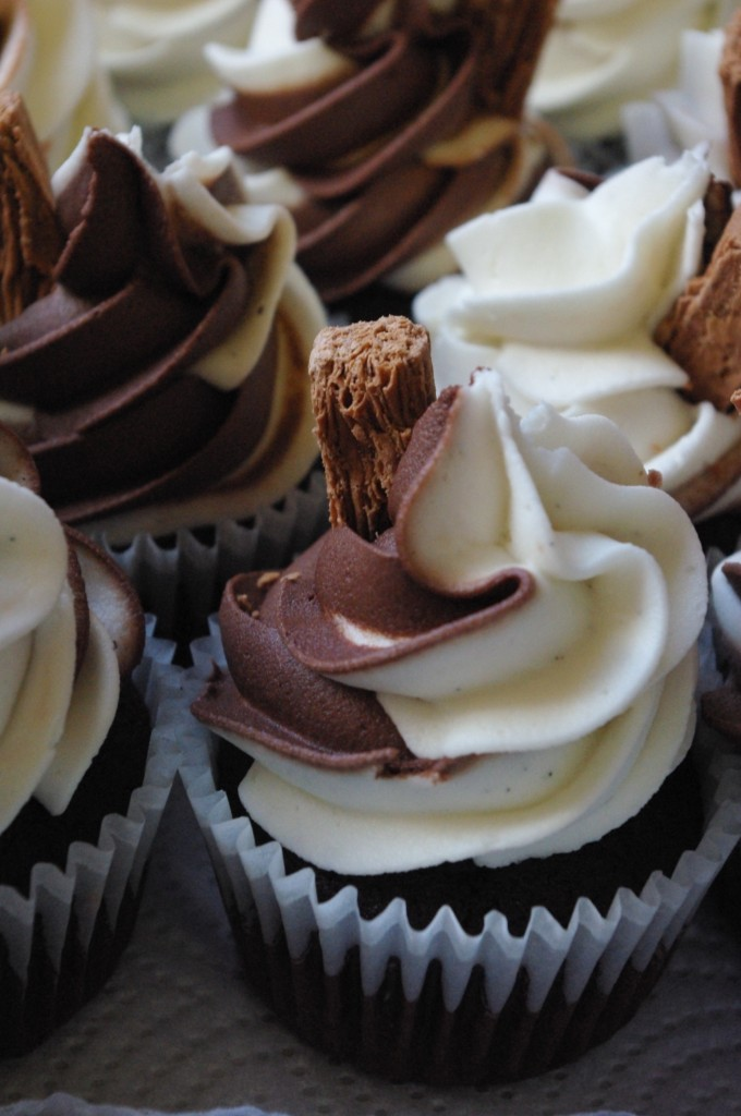 "chocolate cupcakes, chocolate ""Soft Serve"" butter icing"