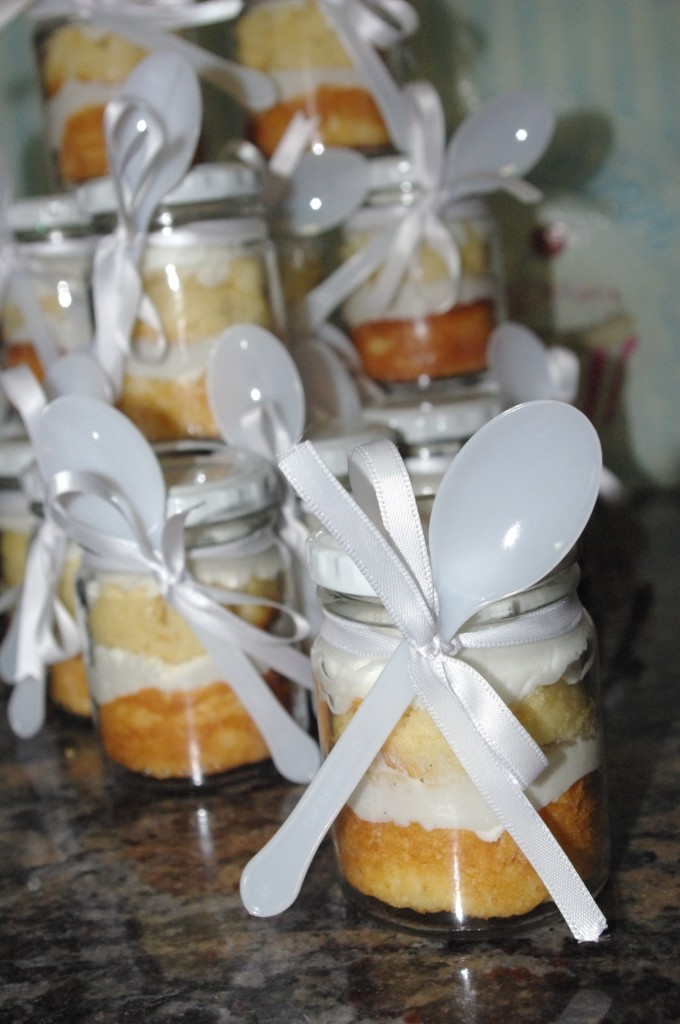vanilla cupcakes cupcake-in-a-jar all white