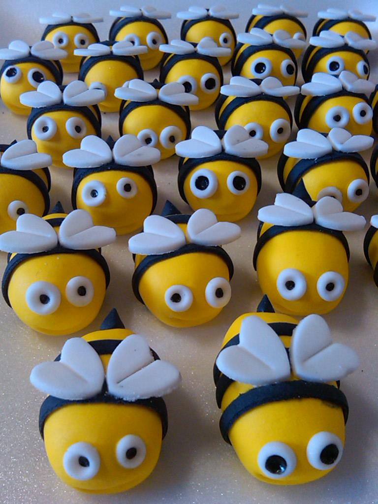 handmade sugarpaste bees