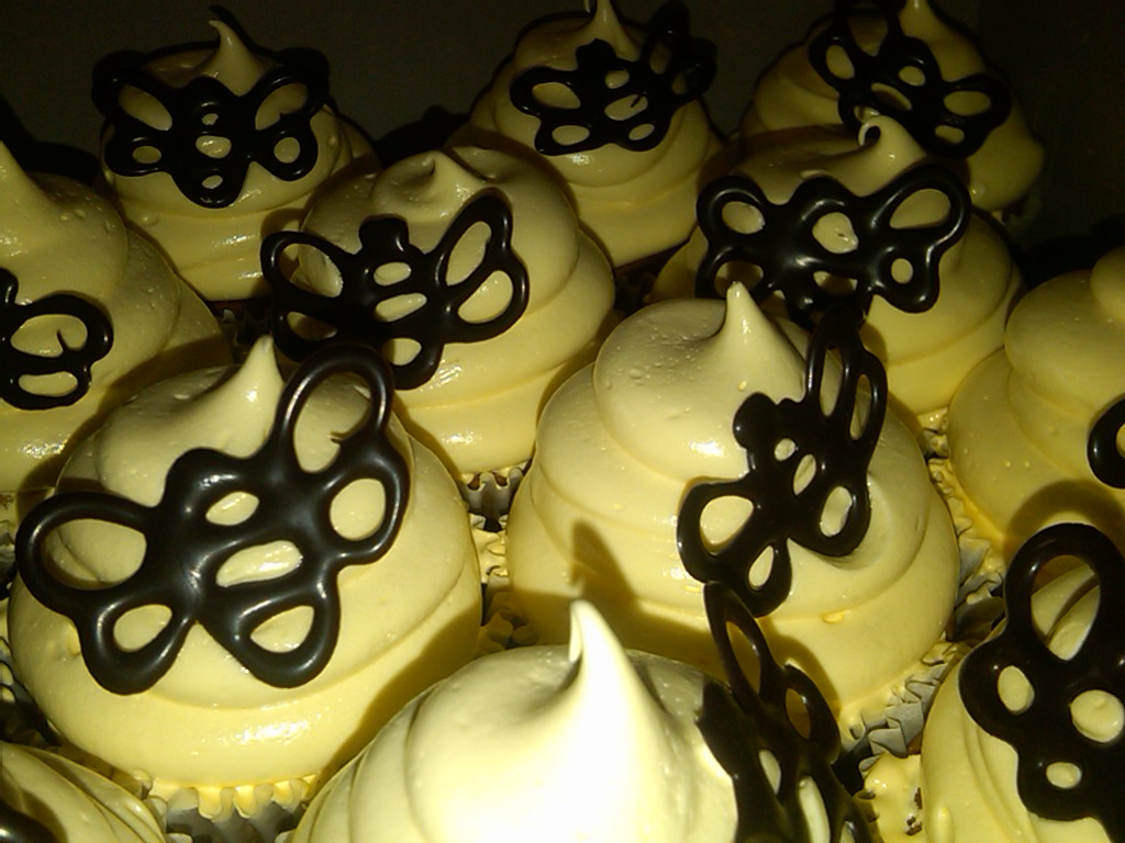 beehive cupcakes, honey flavour cupcakes, marshmallow icing