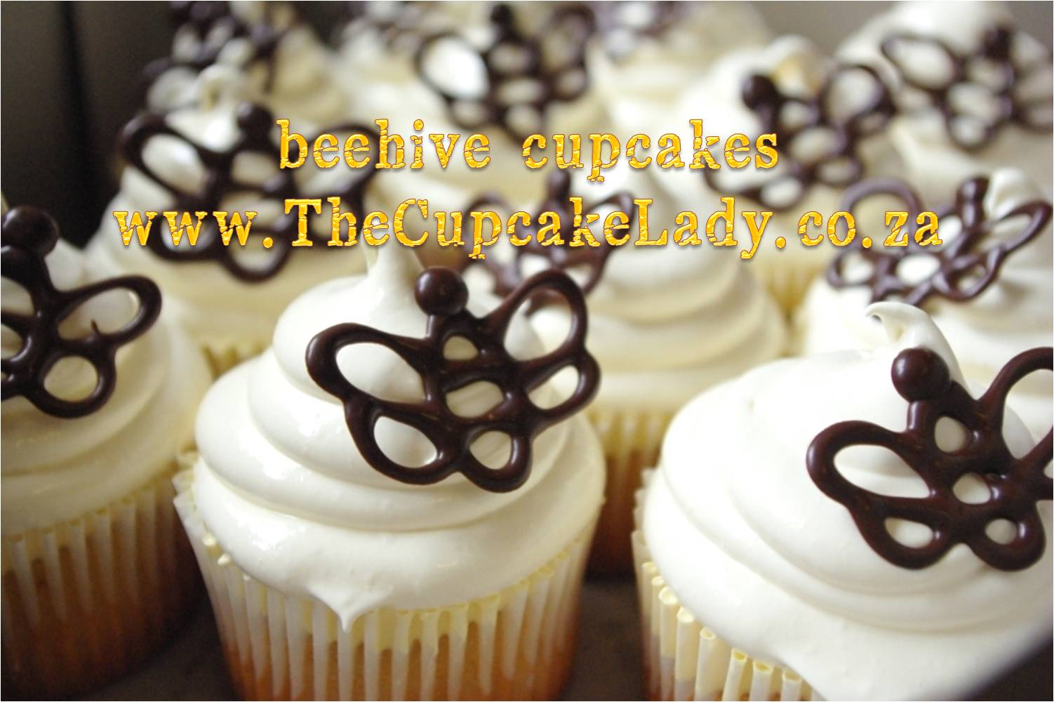 beehive cupcakes, honey, marshmallow icing, chocolate bee