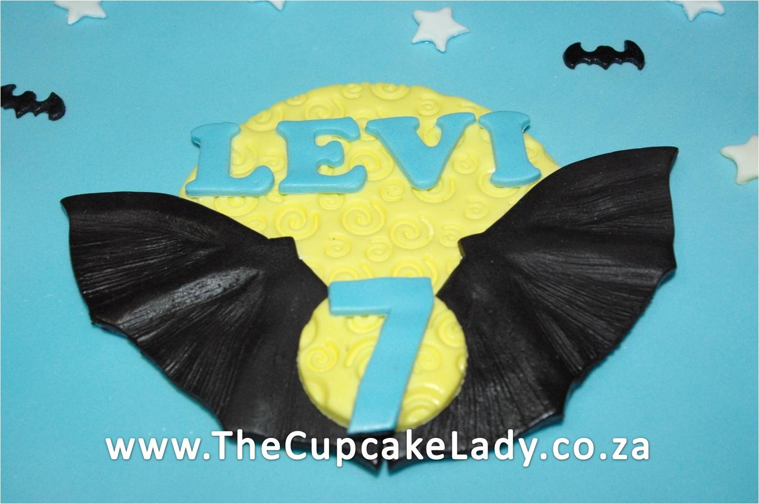 batman inspired sugarpaste cake topper