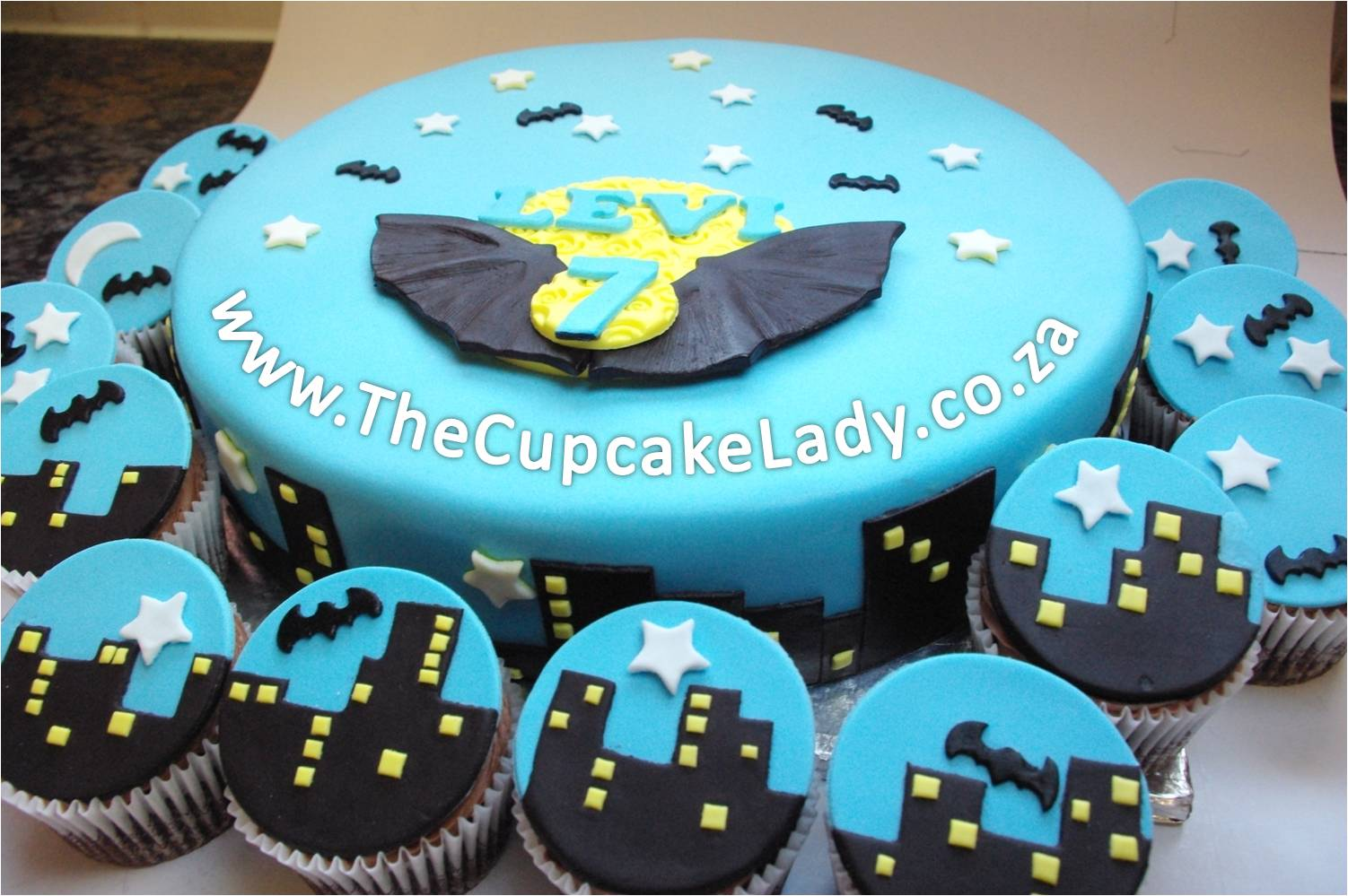 batman inspired, chocolate cake, chocolate butter icing, chocolate ganache, sugarpaste, night time city skyline, matching cupcakes