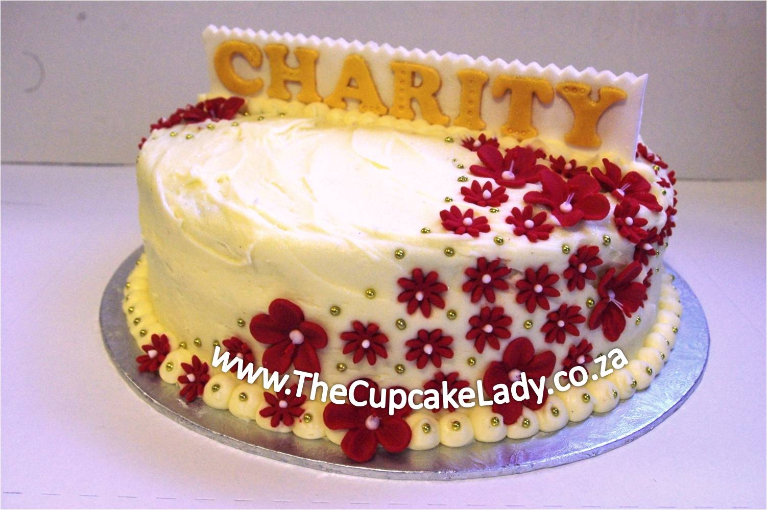 red velvet cake cream cheese icing sugar paste fondant flowers