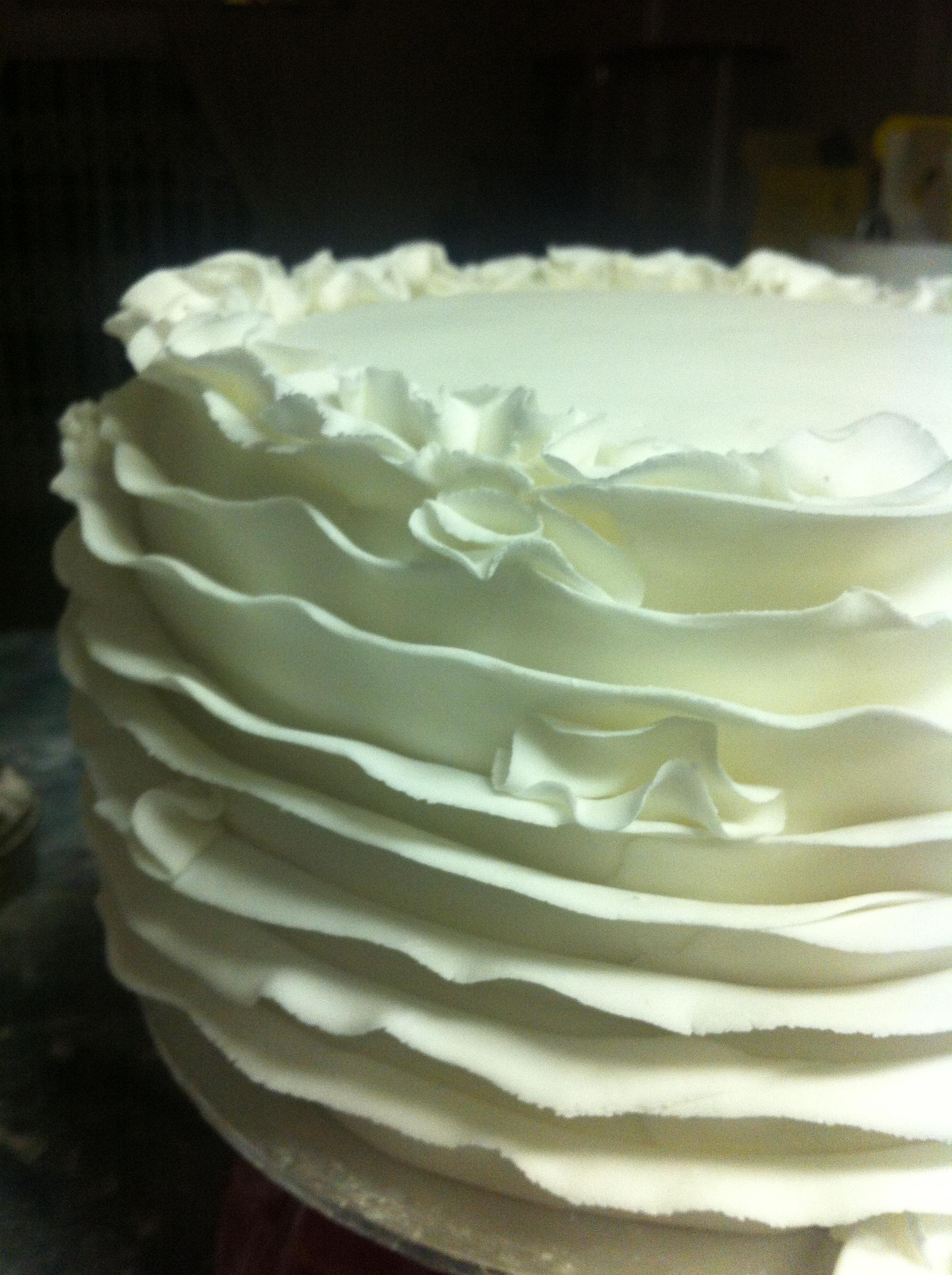 red velvet cake, cream cheese icing, sugarpaste ruffles, fondant ruffles
