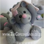 Cake artist, sugar artist, Vorna Valley, Midrand. hand made sugar paste bear, peek-a-boo