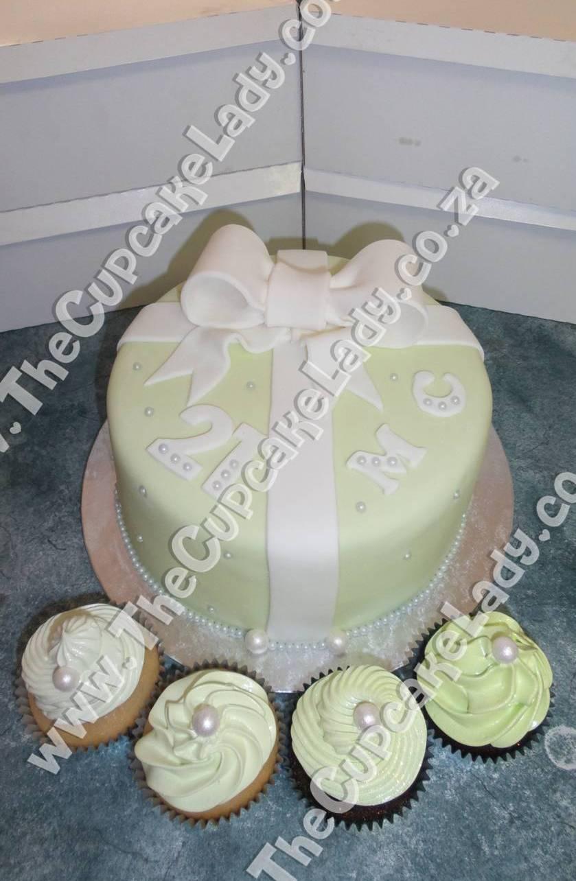vanilla cupcakes, chocolate cupcakes, marshmallow icing, chocolate cake, 21st birthday