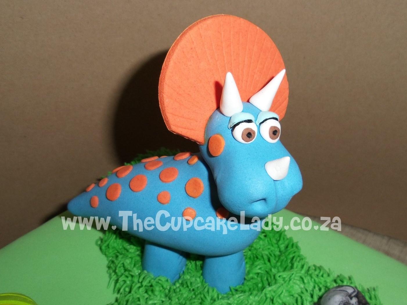 sugar paste dinosaur, cake topper, triceratops
