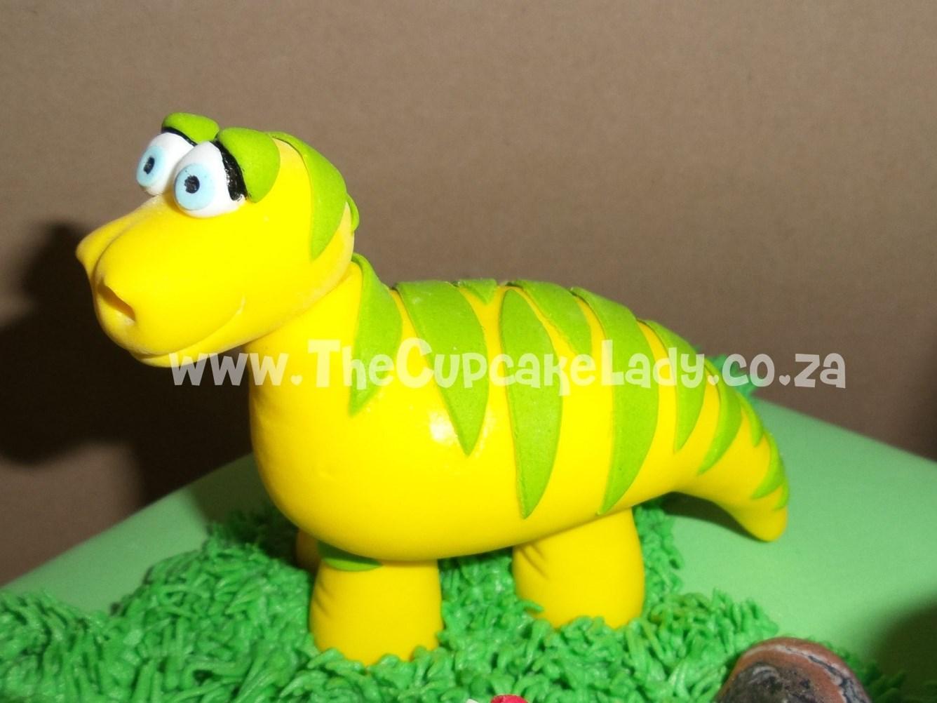 sugar paste dinosaur, cake topper